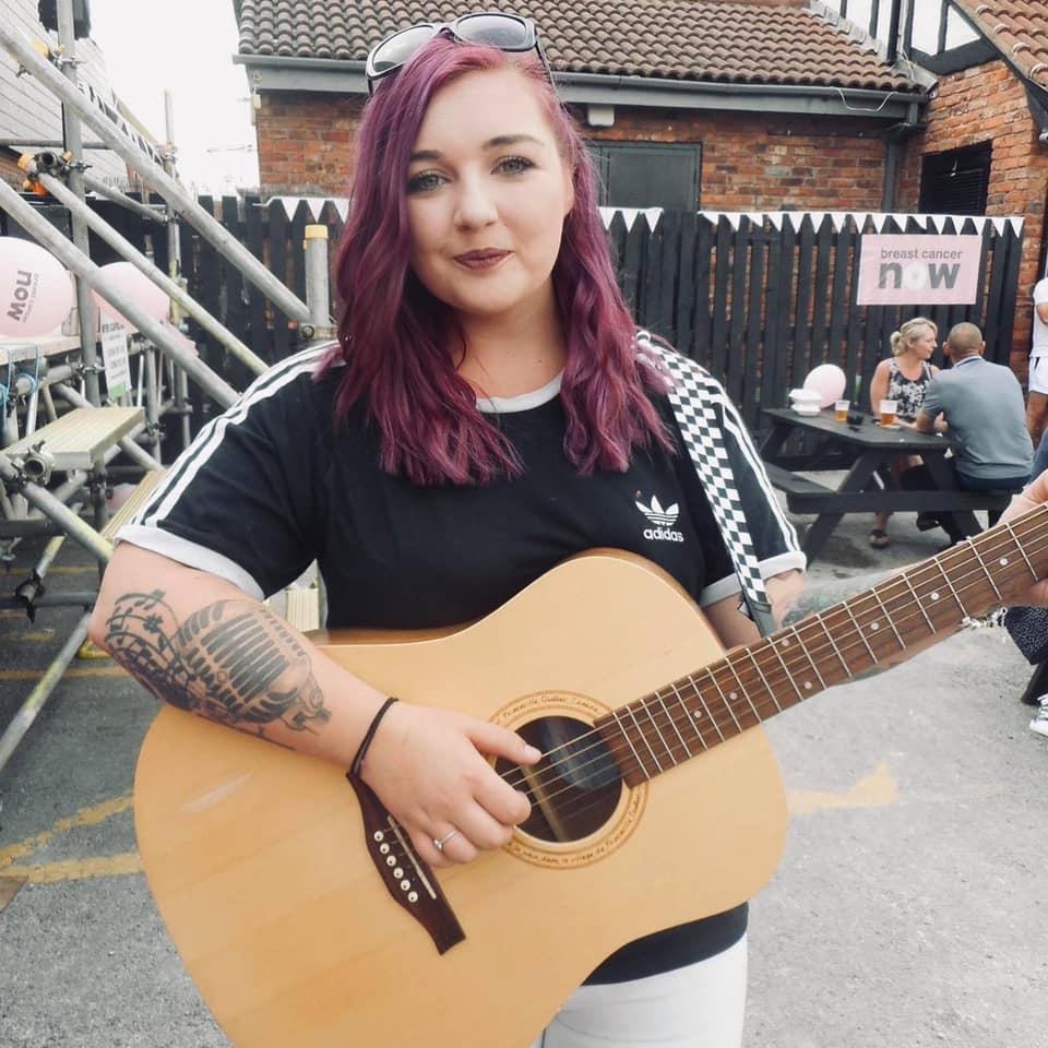 Enya Louise - sinfer & acoustic guitar